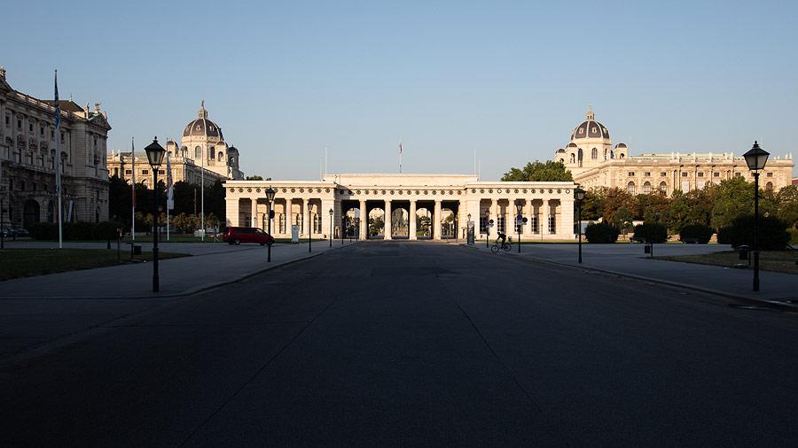Imagini pentru Ausseres Tor  Wien
