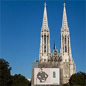 Detail Votivkirche und Vorplatz